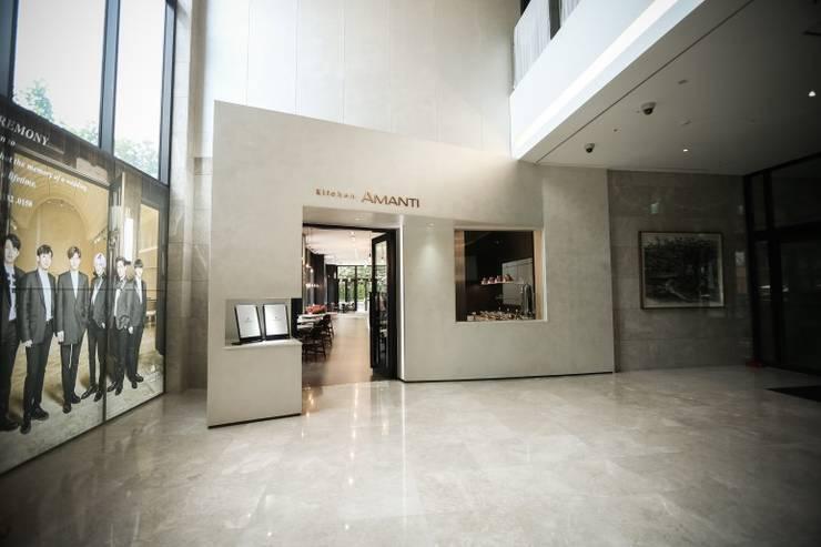 In-side Entrance: 피투엔디자인  _____  p to n design의  호텔,모던