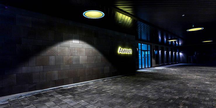 1F Rear Entrance Pilotis: 피투엔디자인  _____  p to n design의  호텔,
