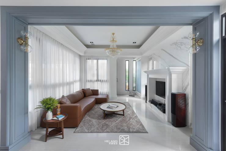 門拱:  客廳 by 禾廊室內設計