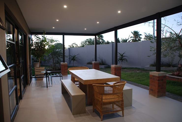 House Eppel:  Patios by John McKenzie Architecture, Modern