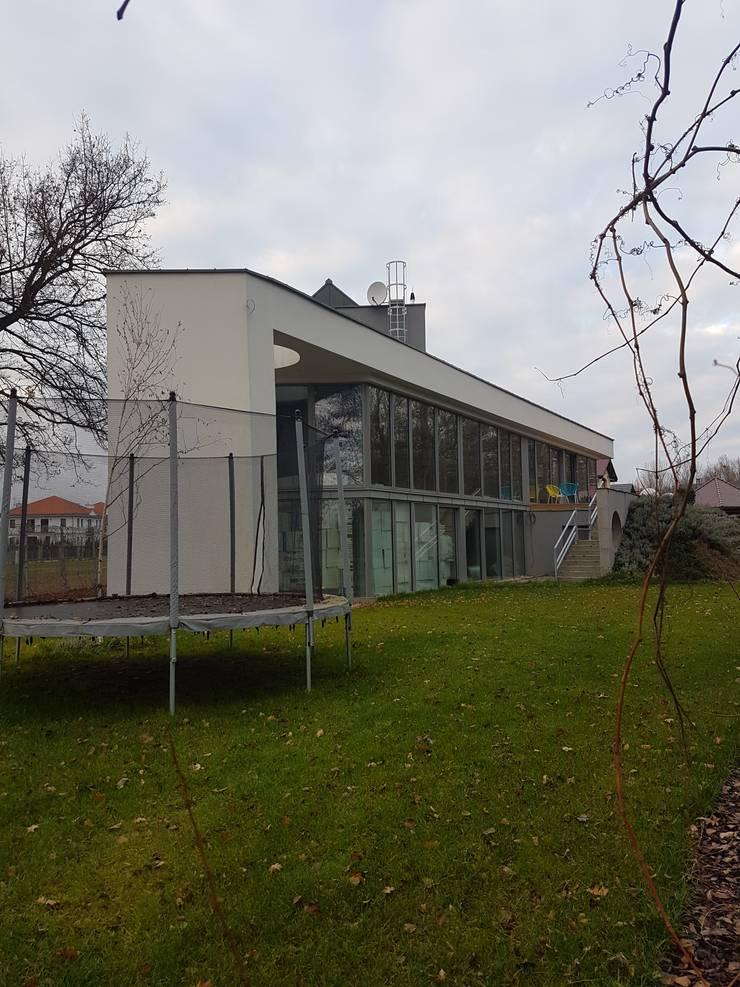 Flat roof by Budownictwo i Architektura Marcin Sieradzki - BIAMS