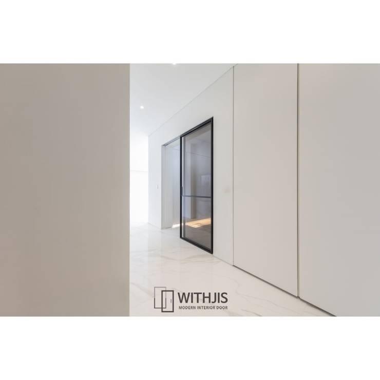 ALU-SD 1742, 2SD(슬라이딩도어2, 상부구동형): WITHJIS(위드지스)의  복도 & 현관,