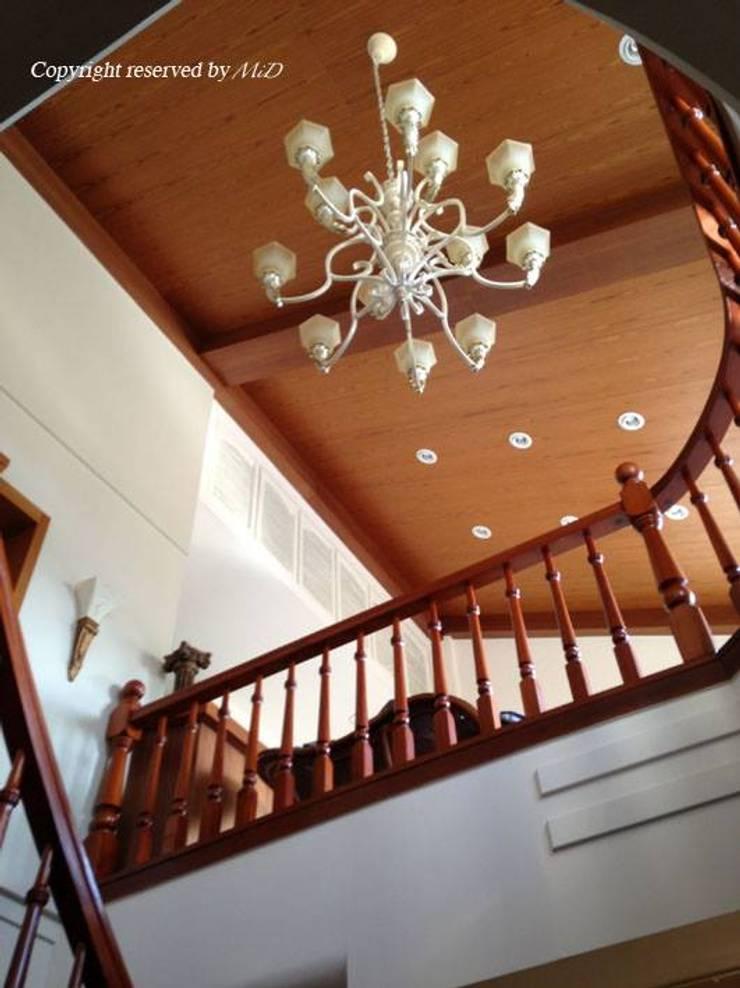 Treppe von 麥斯迪設計, Klassisch Massivholz Mehrfarbig