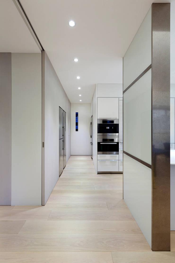 Cocinas de estilo  por  何侯設計   Ho + Hou Studio Architects , Moderno