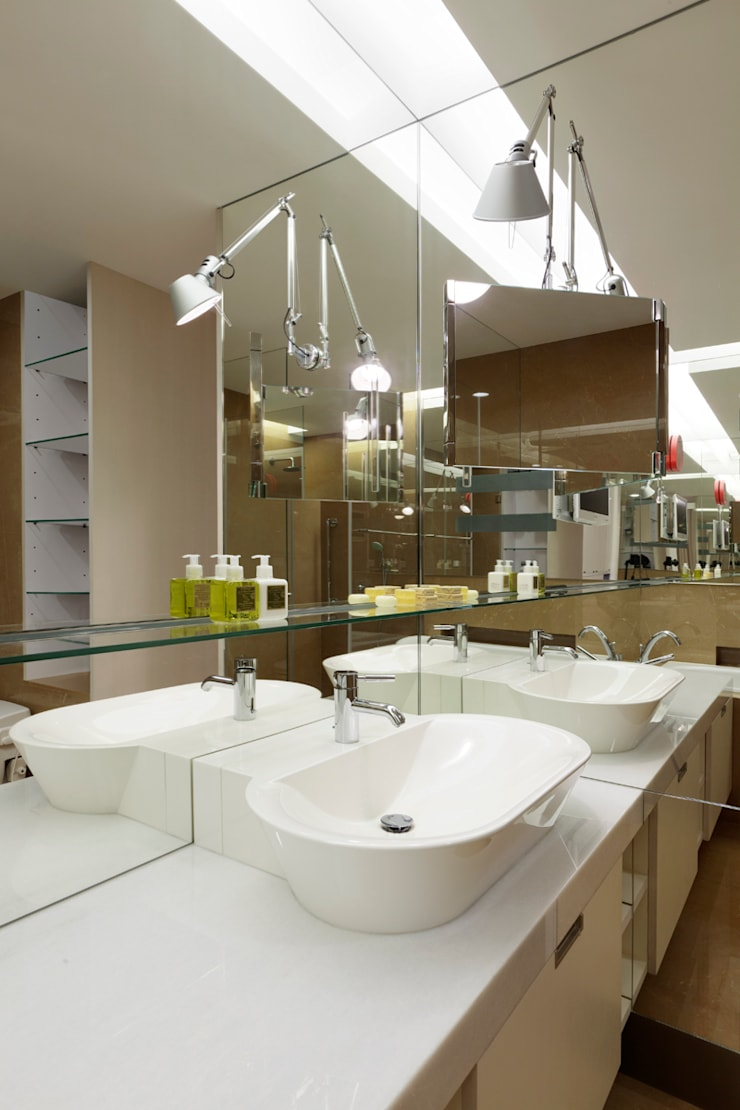 毛宅 Mao Residence:  浴室 by  何侯設計   Ho + Hou Studio Architects