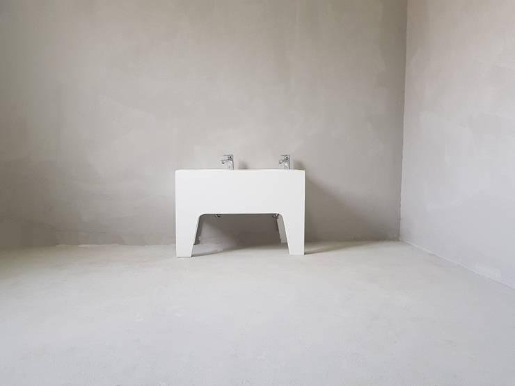 s-54: SURFACED 창조의  욕실
