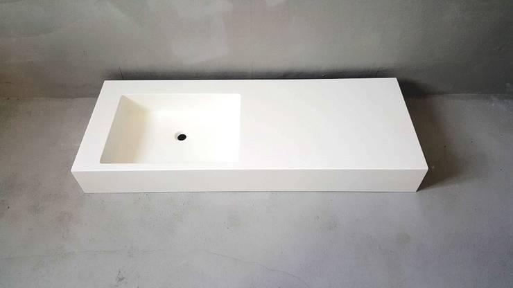 s-48: SURFACED 창조의  욕실