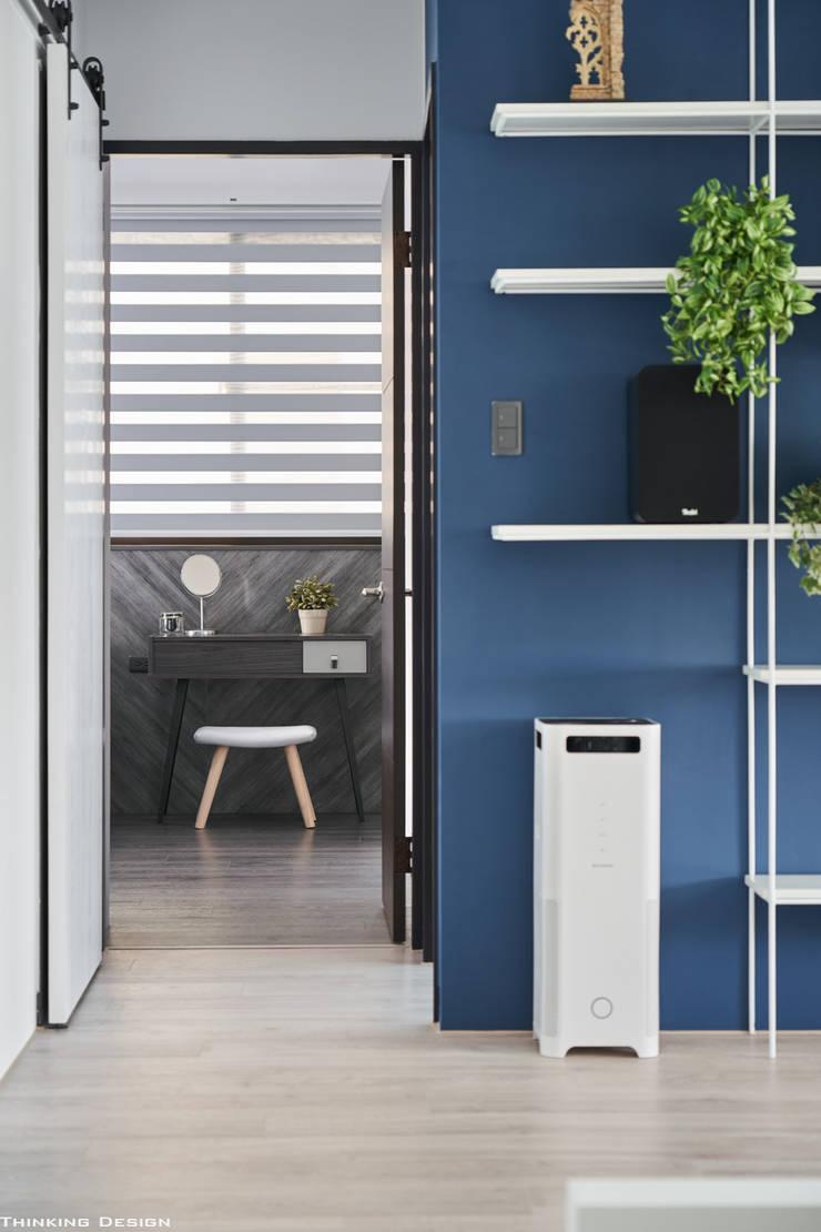 BLUE X PLAY:  走廊 & 玄關 by 思維空間設計