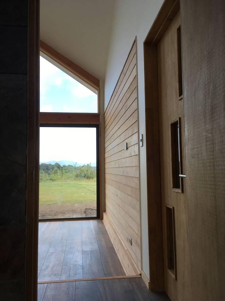 Vista Muro Living: Comedores de estilo  por Nomade Arquitectura y Construcción spa