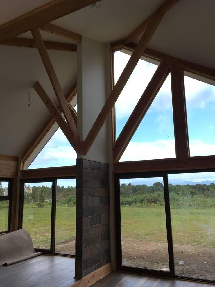 Ventanal Living Comedor: Comedores de estilo  por Nomade Arquitectura y Construcción spa