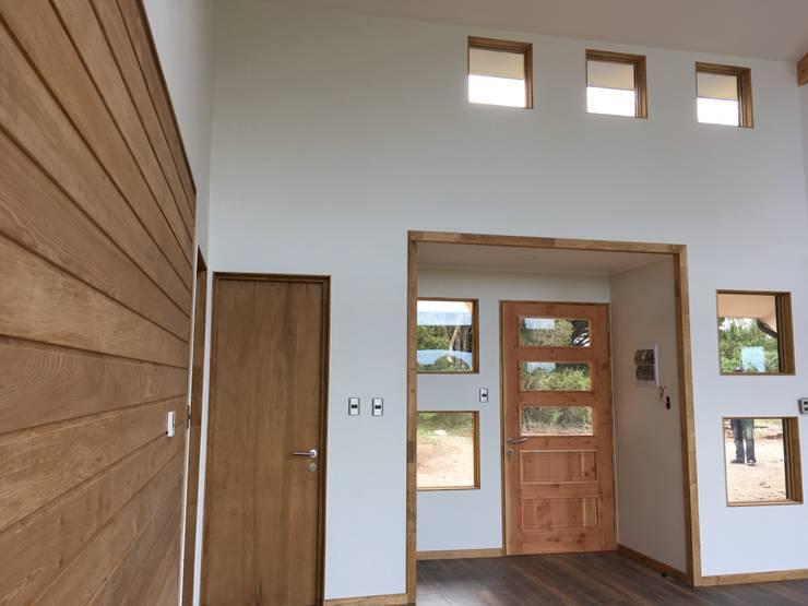 Hall Acceso: Livings de estilo  por Nomade Arquitectura y Construcción spa