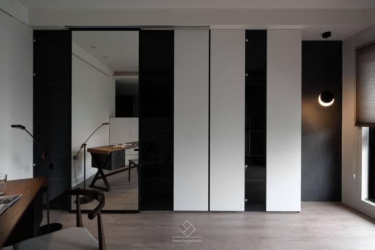 瑜珈室及書房:  書房/辦公室 by 極簡室內設計 Simple Design Studio
