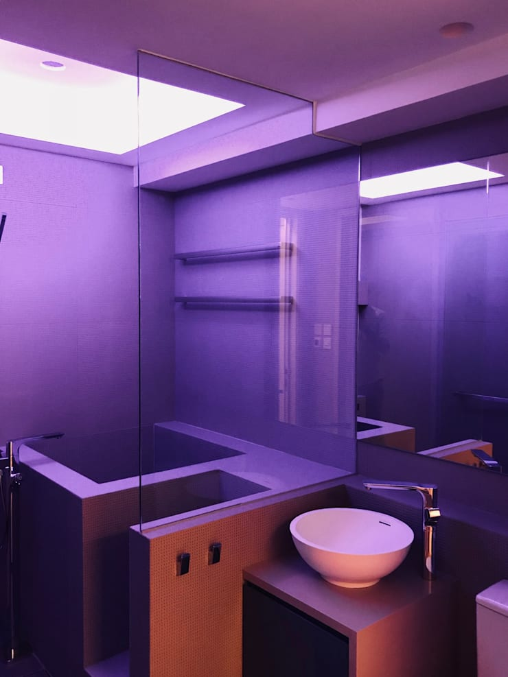 Baños de estilo  por Amuselighting and Consultancy Limited