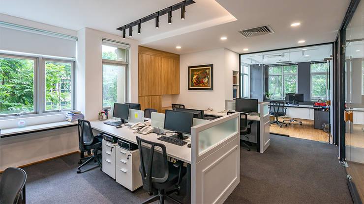 Thiết kế thi công nội thất văn phòng (V4):  Văn phòng & cửa hàng by Dandelion Design Construction