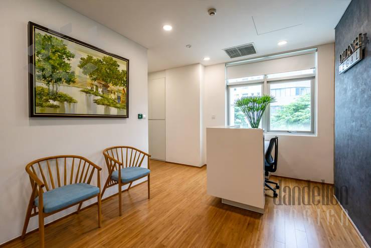 Thiết kế thi công nội thất văn phòng (V5:  Văn phòng & cửa hàng by Dandelion Design Construction
