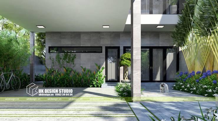 Thiết kế sân vườn hiện đại:  Biệt thự by UK DESIGN STUDIO - KIẾN TRÚC UK