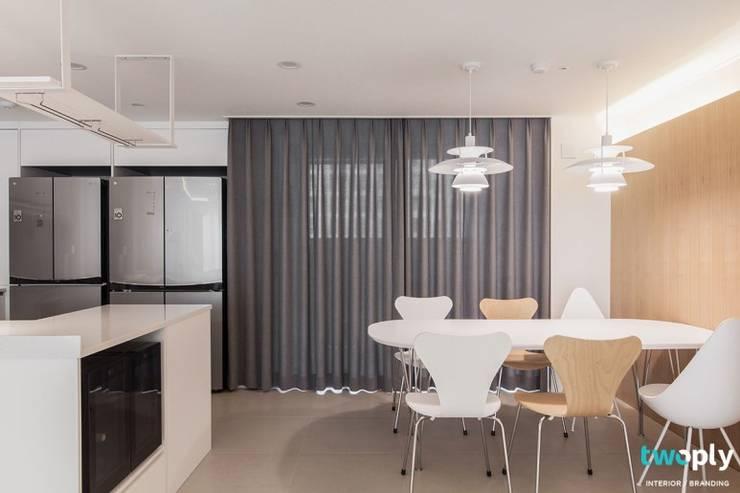 전주인테리어 전주 신시가지 아이파크 50평대 아파트 인테리어 - 디자인투플라이: 디자인투플라이의  다이닝 룸,