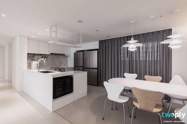 전주인테리어 전주 신시가지 아이파크 50평대 아파트 인테리어 - 디자인투플라이: 디자인투플라이의  주방,