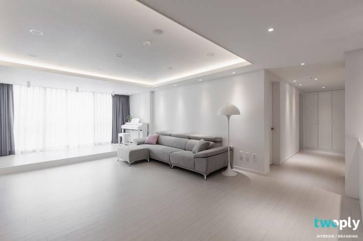 전주인테리어 전주 신시가지 아이파크 50평대 아파트 인테리어 - 디자인투플라이: 디자인투플라이의  거실,