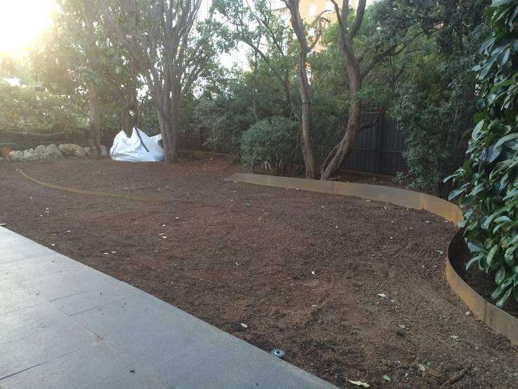 Jardín trasero (Ejecución):  de estilo  de Nosaltres Toquem Fusta S.L.