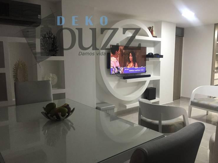 Remodelación apartamento: Salas de estilo  por Deko Houzz