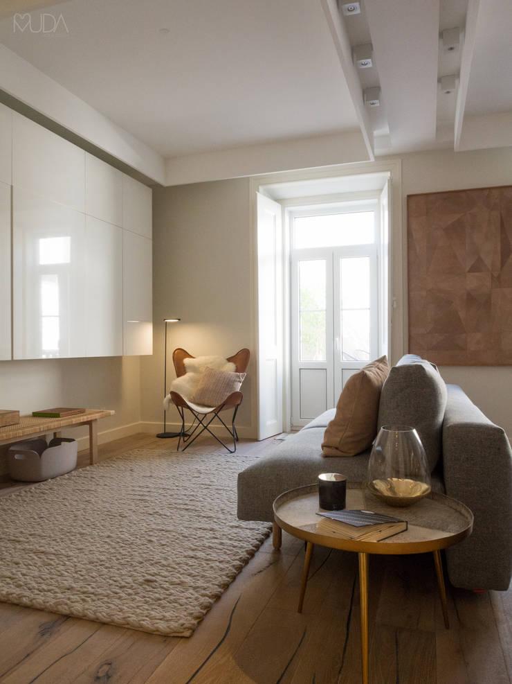 Sala Comum: Salas de estar  por MUDA Home Design