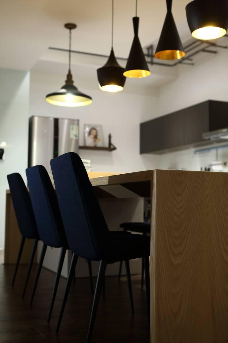 鳳凰會:  餐廳 by 雅群空間設計
