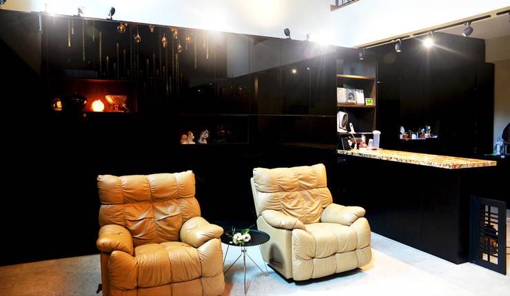 Andrew Road - living room:  Living room by Singapore Carpentry Interior Design Pte Ltd
