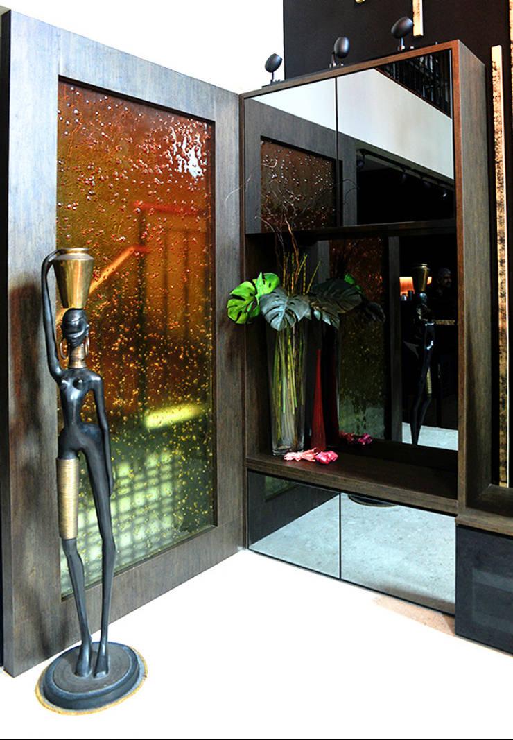 Andrew Road - cabinet:  Corridor, hallway by Singapore Carpentry Interior Design Pte Ltd