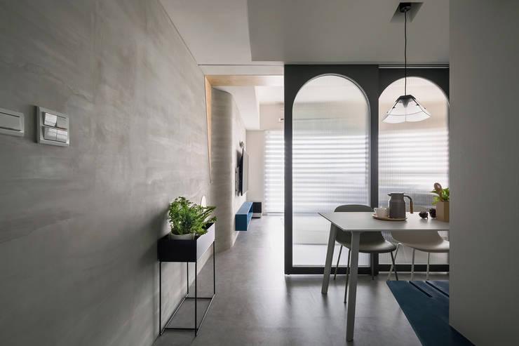 Ruang Makan oleh 寓子設計, Skandinavia