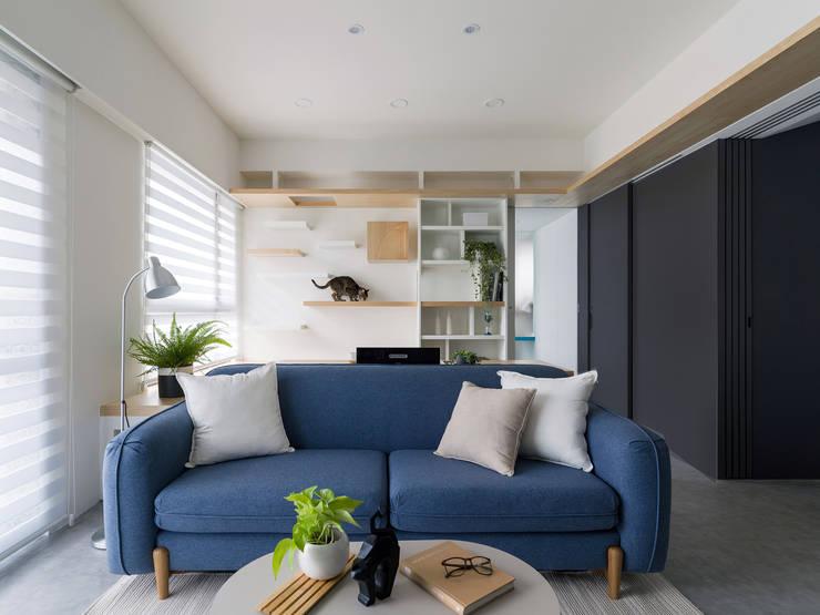 Ruang Keluarga oleh 寓子設計, Skandinavia