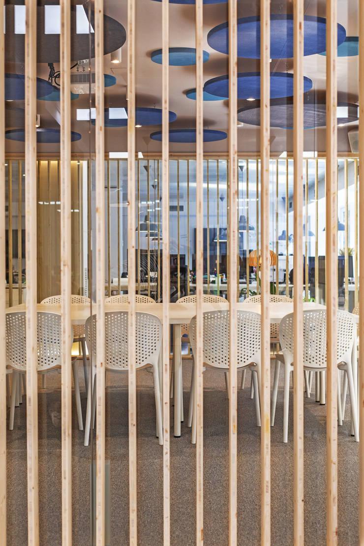 OFICINAS MASVOZ: Edificios de oficinas de estilo  de ESTUDIO DE CREACIÓN JOSEP CANO, S.L.,