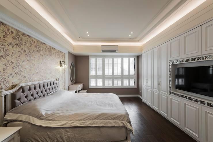 主臥室木百葉的漸層光影:  臥室 by 鼎士達室內裝修企劃