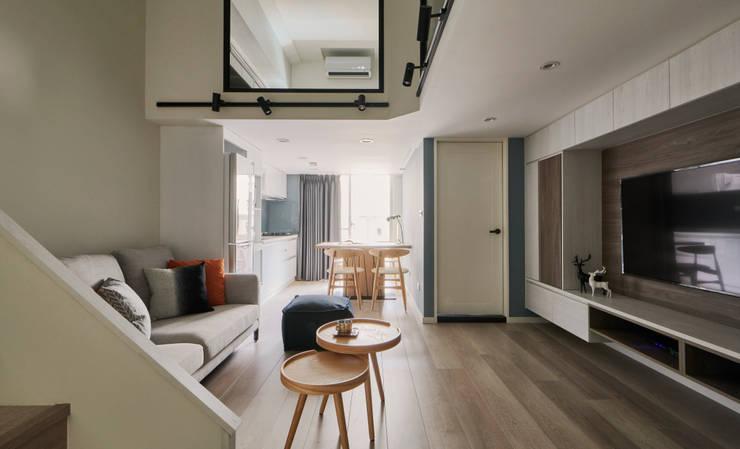 錯層迴廊 infinite route:  客廳 by 耀昀創意設計有限公司/Alfonso Ideas