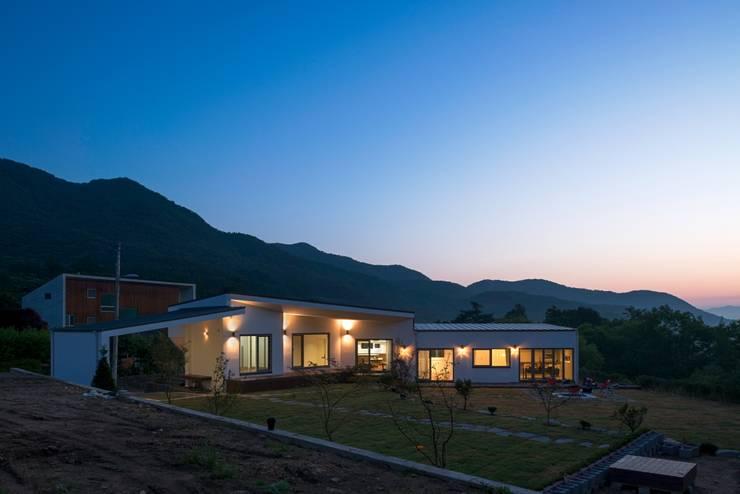 곤지암 단독주택-'품': (주)건축사사무소 더함 / ThEPLus Architects의  단층집,