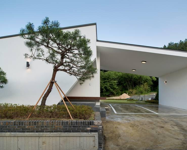 Bungalows by (주)건축사사무소 더함 / ThEPLus Architects