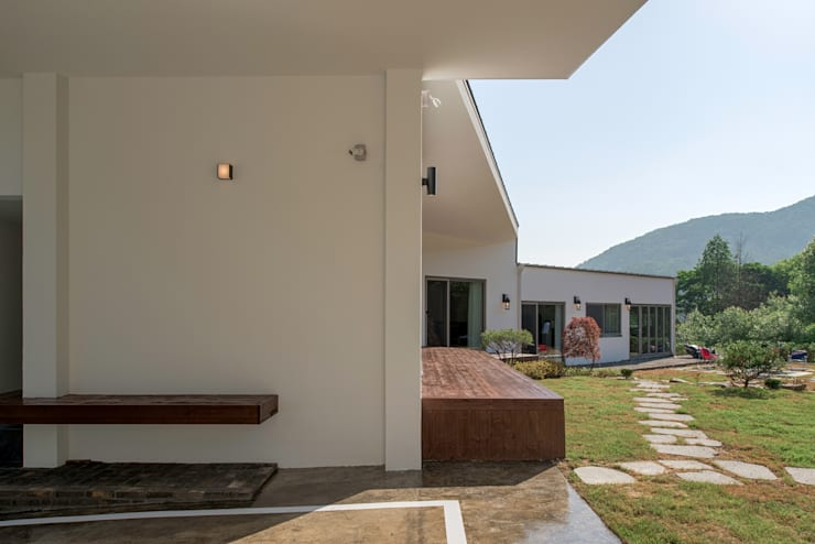 Wooden houses by (주)건축사사무소 더함 / ThEPLus Architects