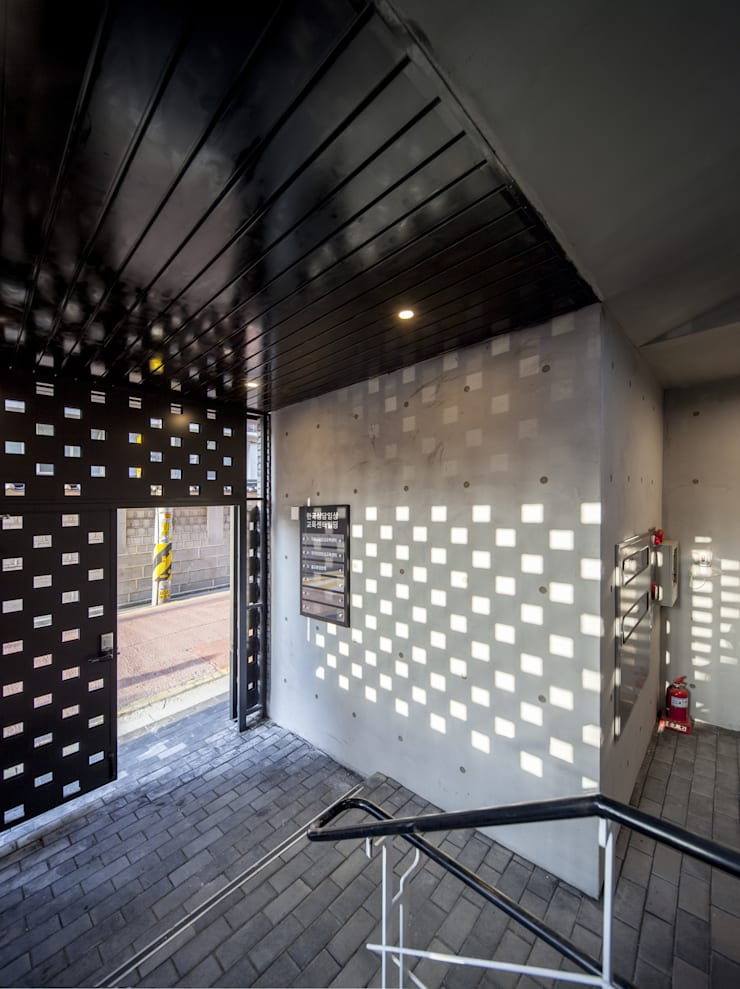 경운동 근린생활시설 – 전망(Brick Mesh): (주)건축사사무소 더함 / ThEPLus Architects의  문