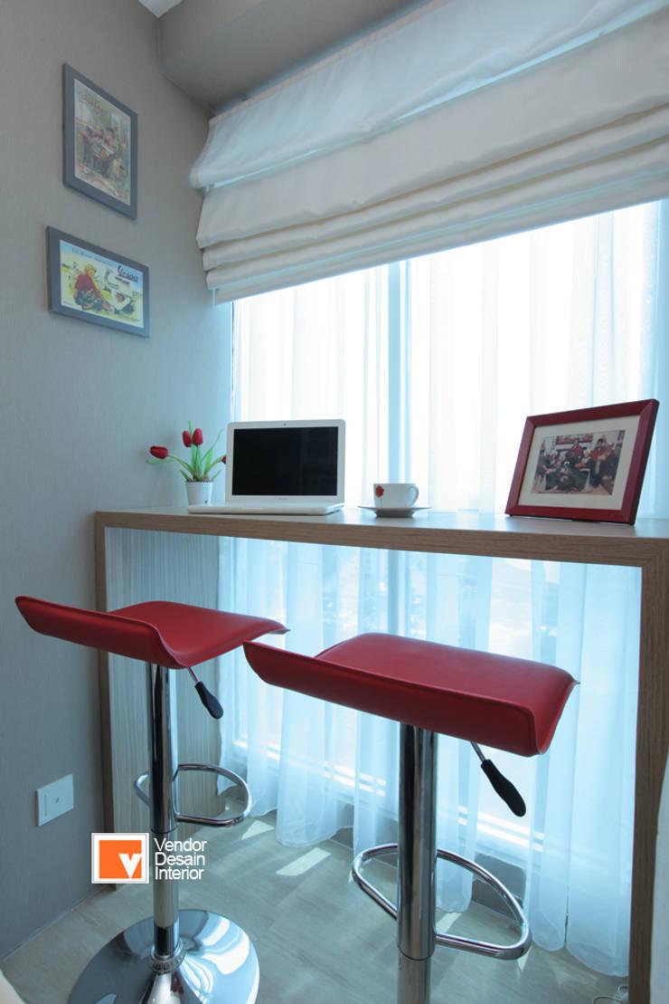 Apartment Bapak Sadeko di Apartemen Tifolia :  Ruang Keluarga by PT Solusi Eka Optima