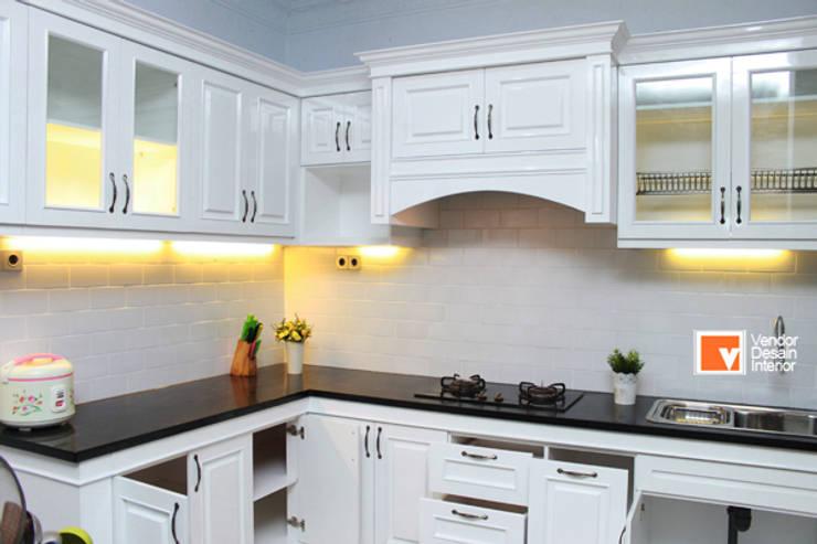 TUkang Kitchen Set Jakarta: Dapur oleh PT Solusi Eka Optima, Klasik