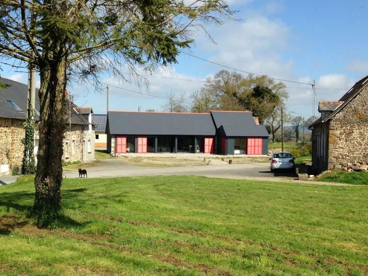 Réhabilitation d'un corps de ferme: Maisons de campagne de style  par Créateurs d'interieur
