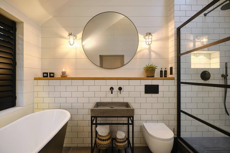 Bathroom by Perfect Stays, Scandinavian