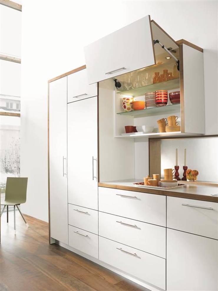 Brazos plegables para gabinetes:  de estilo  por Remodelar Proyectos Integrales, Moderno Hierro/Acero