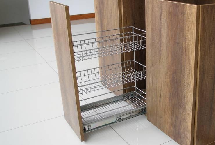 Canasta de 3 niveles extraible :  de estilo  por Remodelar Proyectos Integrales, Moderno Hierro/Acero