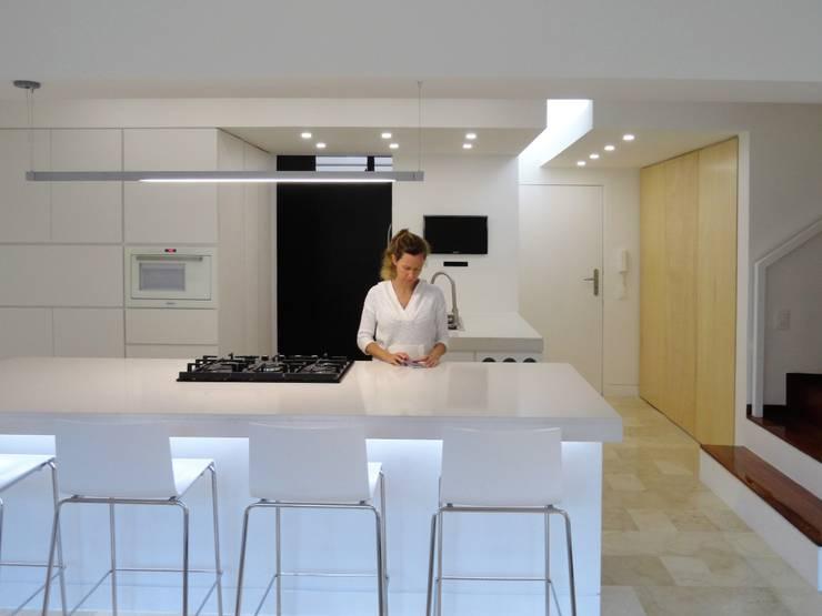 El Cigarral: Cocinas de estilo  por RRA Arquitectura
