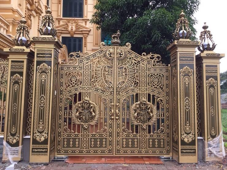 Vẻ đẹp và sự sang trọng của cổng nhôm đúc:  Cửa kéo by CÔNG TY CỔ PHẦN SẢN XUẤT HOÀNG GIA HÀ NỘI
