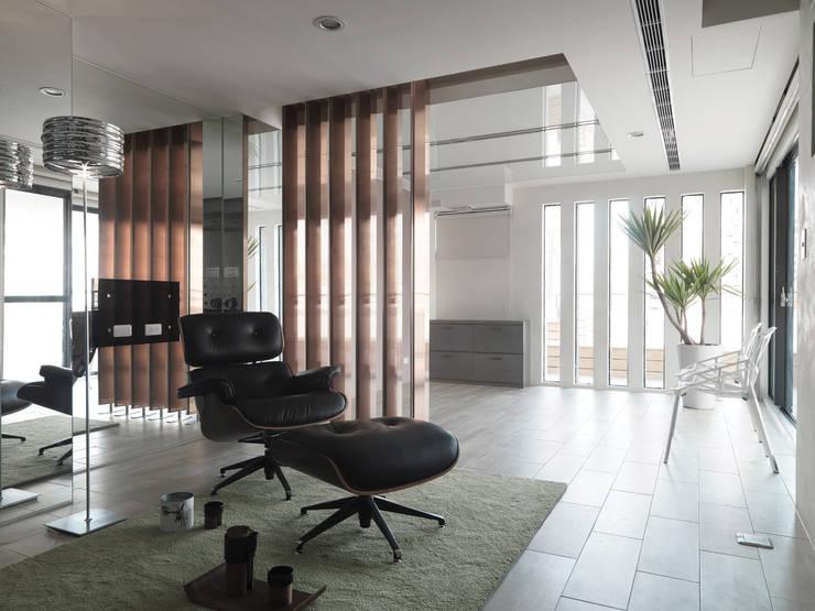 K HOUSE:  視聽室 by 形構設計 Morpho-Design