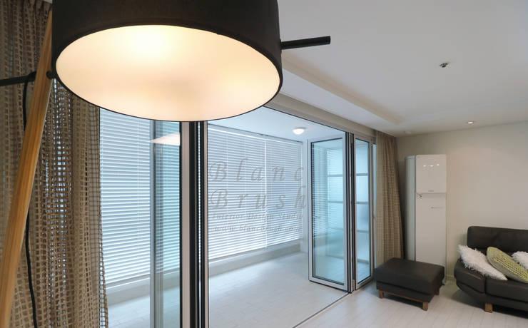 분당구 금곡동 분당하우스토리 63평 아파트 인테리어: 블랑브러쉬의  거실,모던
