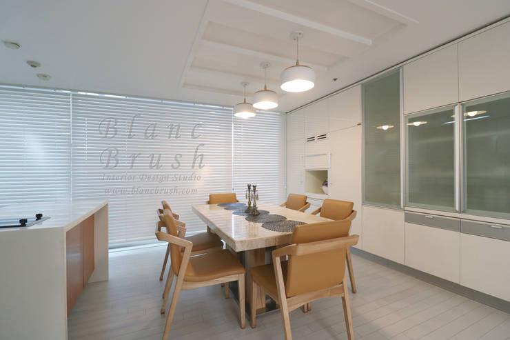 분당구 금곡동 분당하우스토리 63평 아파트 인테리어: 블랑브러쉬의  다이닝 룸,모던