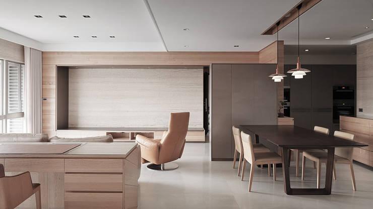 水平之家:  走廊 & 玄關 by 形構設計 Morpho-Design